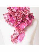 BoFF strokensjaal in rozeTINTEN met luipaardmotief en weerschijneffect