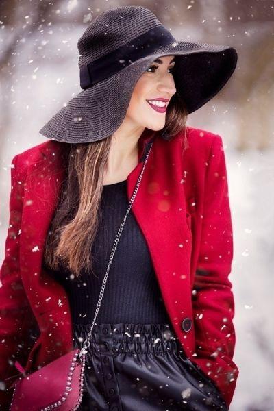 Meer kleur aan je outfit toevoegen met modeaccessoires