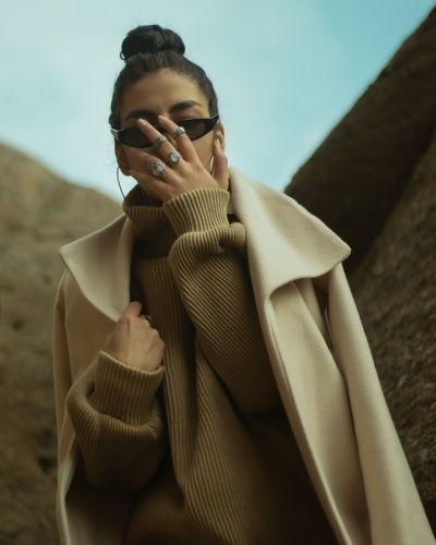 4 manieren om een oversized sweater te combineren