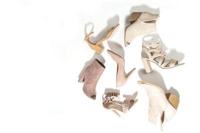 Knellende schoenen oprekken