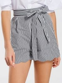 Belted Scalloped Stripes Shorts